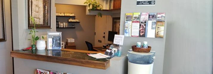 Chiropractic Kahului HI receptionist desk